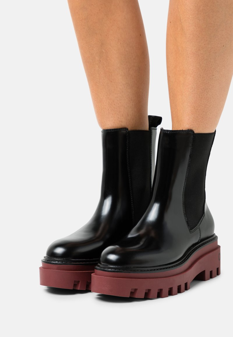 Calvin Klein Jeans - FLATFORM MID CHELSEA BOOT - Platform ankle boots - black /raspberry juice