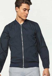 WE Fashion - WE FASHION HEREN LICHTGEWICHT BOMBERJACK - Bomberjacks - dark blue - 3