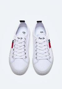 Pepe Jeans - OTTIS - Trainers - blanco - 1