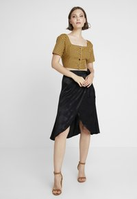Missguided - CHECK SQUARE NECK CROP - Blůza - yellow - 1