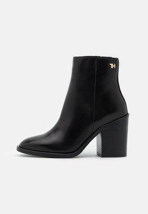 SHADED BOOT - Kotníková obuv na vysokém podpatku - black