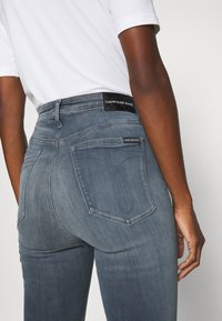 Calvin Klein Jeans - HIGH RISE SUPER SKINNY ANKLE - Jeans Skinny - blue grey - 4