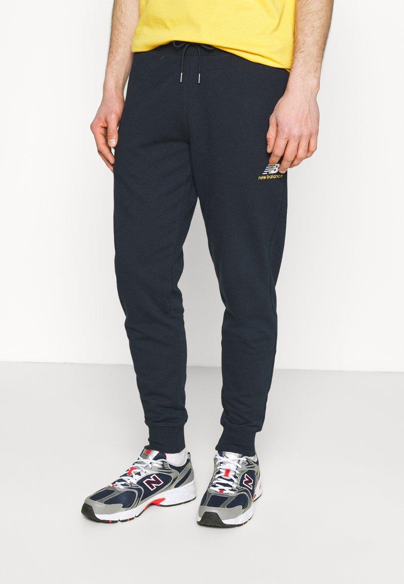 New Balance - ESSENTIALS EMBRIODERED PANT - Tracksuit bottoms - dark blue