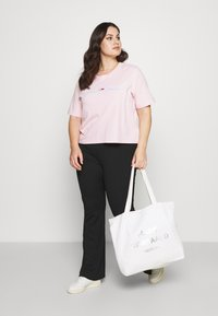 Tommy Jeans Curve - LINEAR LOGO TEE - Print T-shirt - romantic pink - 1