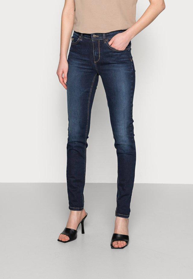 DIVINE - Jeans Skinny Fit - blue