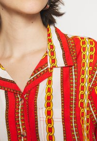 Abrand Jeans - CROPPED HAWAIIAN - Button-down blouse - bombay red - 4