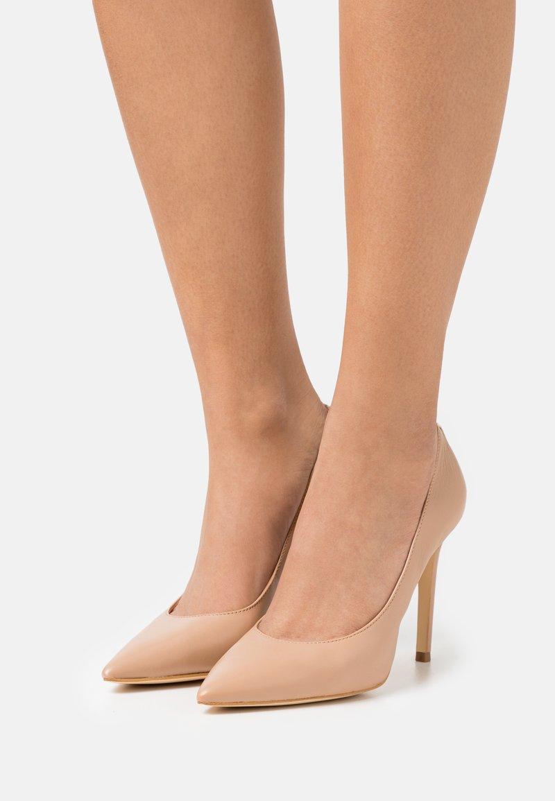Guess - GAVI - Classic heels - beige neutro