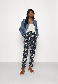 Vero Moda - Pantalon classique - navy blazer/imma - 1