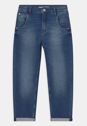 BARREL - Straight leg jeans - middle blue