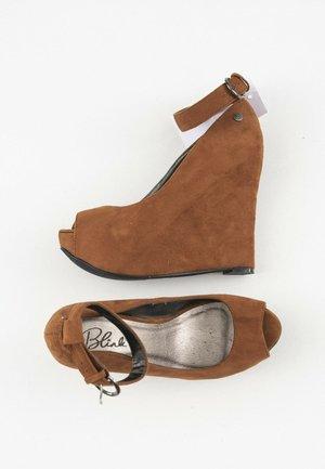 Peeptoes - brown