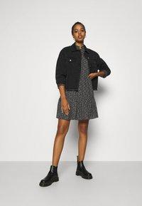 ONLY - ONLASSIA DRESS - Robe d'été - black - 1