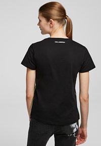 KARL LAGERFELD - T-shirt z nadrukiem - Black - 1