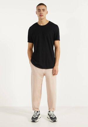 MIT RUNDAUSSCHNITT - T-shirt basic - black