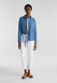 Esprit - ESPRIT DAS VIELSEITIGE BANDANA - HIER ALS GÜRTEL - GIBT DIESER W - Slim fit jeans - white - 1