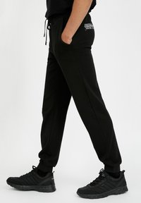 Finn Flare - Tracksuit bottoms - black - 3