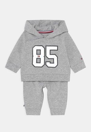 BABY HOODED SET UNISEX - Trainingspak - grey