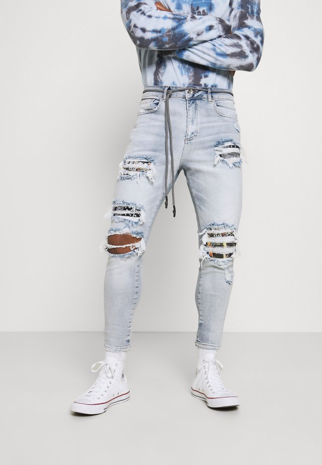 BANDANA AND SKELTON - Jeans slim fit - washed blue