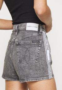 Calvin Klein Jeans - HIGH RISE - Shorts di jeans - grey tape - 3