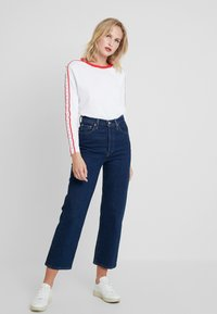 Calvin Klein Jeans - MONOGRAM TAPE STRAIGHT TEE - Long sleeved top - bright white / red - 1
