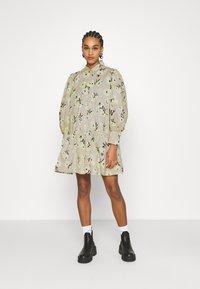 EDITED - RYLEE DRESS - Shirt dress - beige/mischfarben - 0