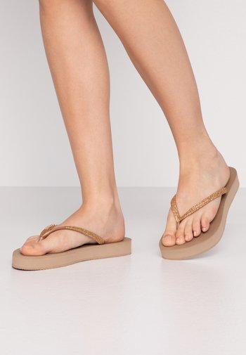 SLIM FIT GLITTER - Sandály s odděleným palcem - rose gold