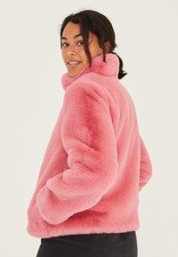 Oliver Bonas - FAUX FUR BLUSH  - Winter jacket - blush - 1