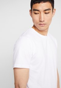 BY GARMENT MAKERS - THE TEE - T-shirt basique - white - 4