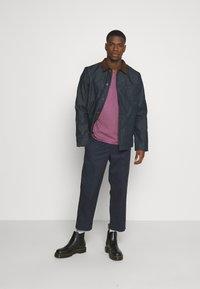 Nudie Jeans - ROGER - T-shirt basic - violet - 1