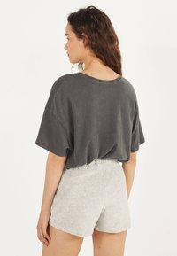 Bershka - Shorts - light grey - 2