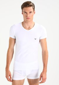 Emporio Armani - V NECK 2 PACK - T-shirts basic - white/navy blue - 1