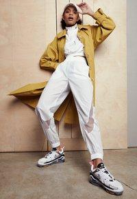 Nike Sportswear - AIR MAX VAPORMAX EVO - Trainers - white/tech grey/midnight navy/hyper blue - 1
