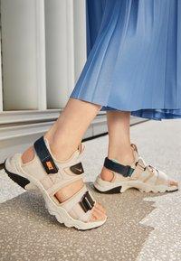 Nike Sportswear - CANYON SLIDE - Sandals - desert sand/brt mango-lagoon pulse-black-sail - 2
