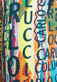Carlo Colucci - Shorts - white/multi coloured - 3