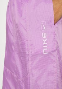 Nike Sportswear - STREET PANT - Pantalones - violet shock/white - 5