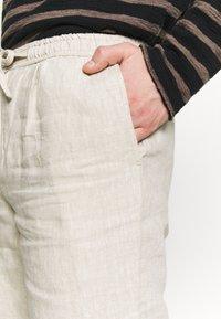 Knowledge Cotton Apparel - BIRCH LOOSE HEAVY - Shorts - beige - 3