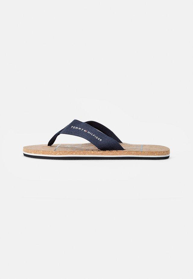 CORKBEACH SANDAL - Sandály s odděleným palcem - desert sky