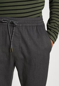 Volcom - FRICKIN SLIM FIT - Trousers - charcoal heather - 4