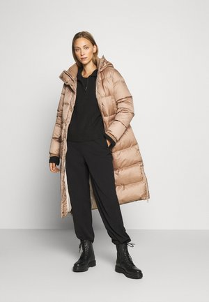 BIG PUFFER COAT FILLED - Piumino - camel
