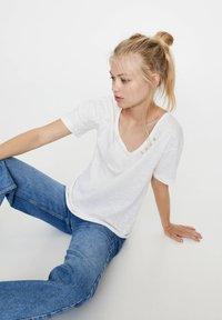 PULL&BEAR - Basic T-shirt - white - 5