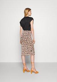 Diane von Furstenberg - CHRISTY SKIRT - Pencil skirt - leaf twig medium black - 2