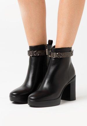 NOW  - Kotníková obuv na vysokém podpatku - black