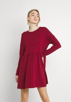 NMKERRY DRESS - Jersey dress - rhubarb
