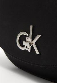 Calvin Klein - RE LOCK SADDLE BAG - Sac bandoulière - black - 3
