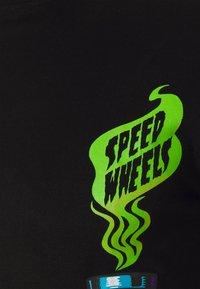 Santa Cruz - SANTA CRUZ UNISEX SPEED WHEELS SNAKE OIL - Print T-shirt - black - 2