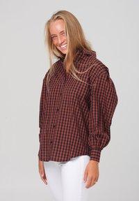 Noella - TATE - Button-down blouse - terracotta checks - 2