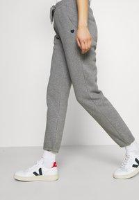 Opus - MALEA - Pantalon de survêtement - easy grey - 3
