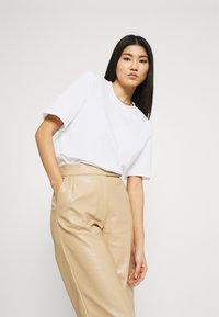 Stylein - JENNA - Jednoduché triko - white - 3