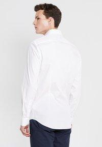 Tommy Hilfiger Tailored - POPLIN CLASSIC SLIM FIT - Kostymskjorta - white - 2