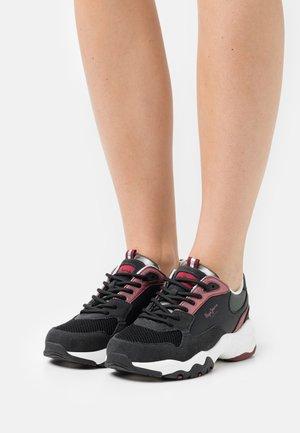 SLOANE BASS - Trainers - black