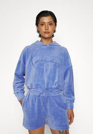SIGNATURE CROP NICKI HOODIE - Sweatshirt - blue